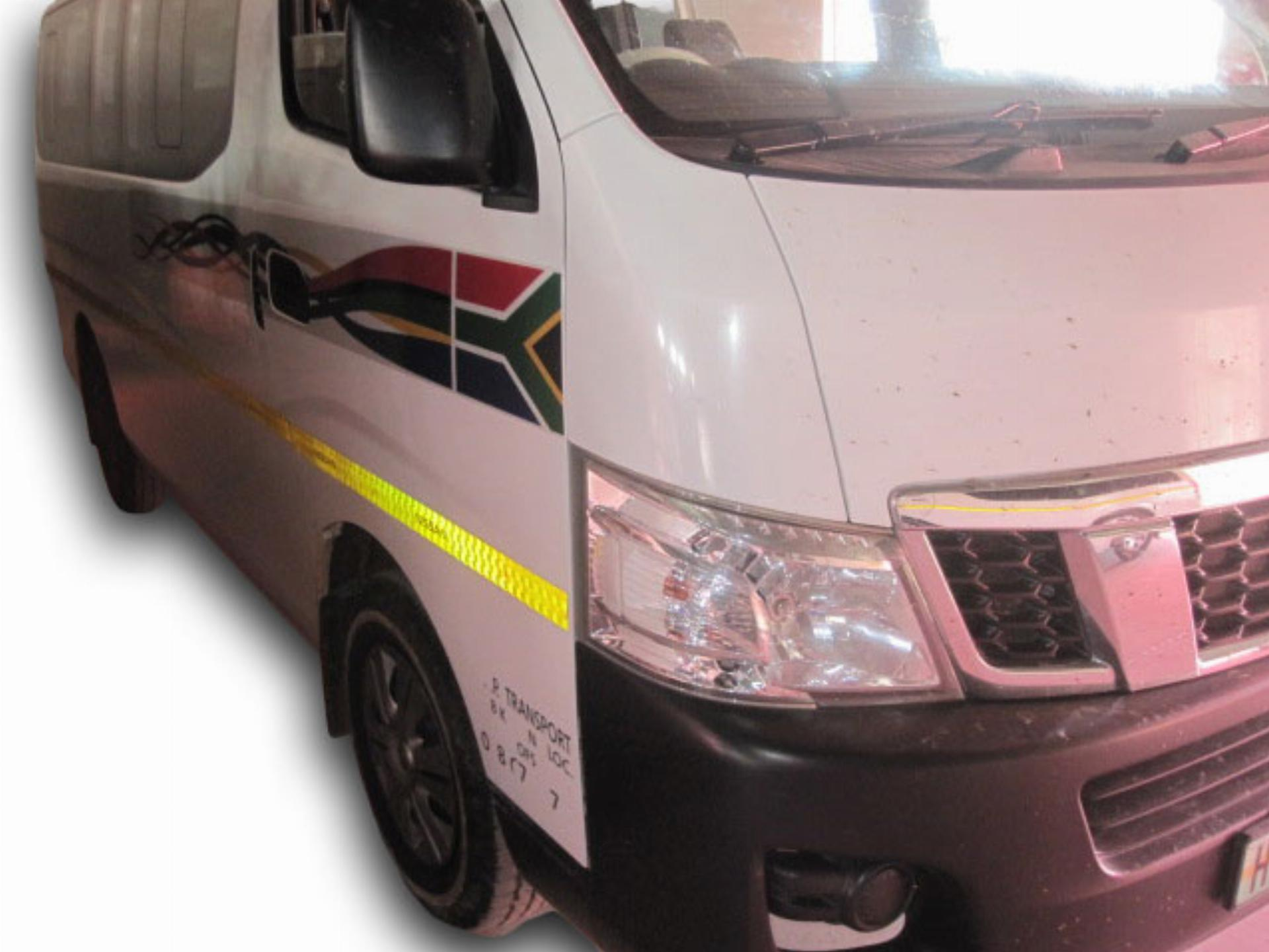 Nissan NV350 2.5 16 Seater